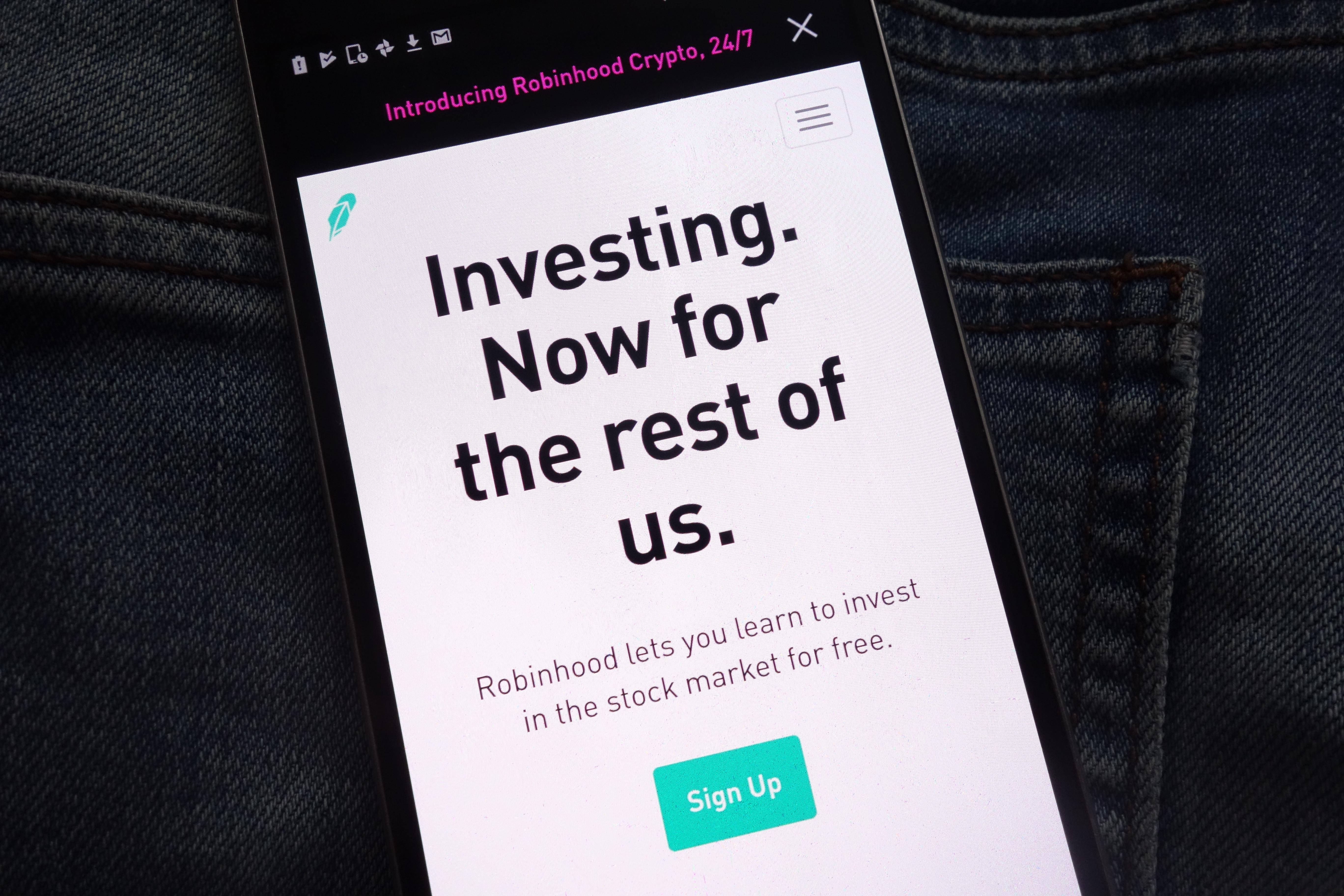 Stock-Trading Platform Robinhood Eyes Banking Services