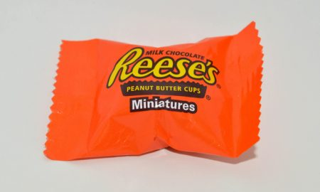 Reese's Sets Up Vending Machine for Candy