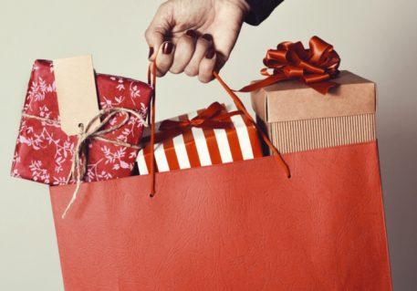 Retail Pulse: Target, Kohl's Report Holiday Sales, Sears May Review New ESL Bid